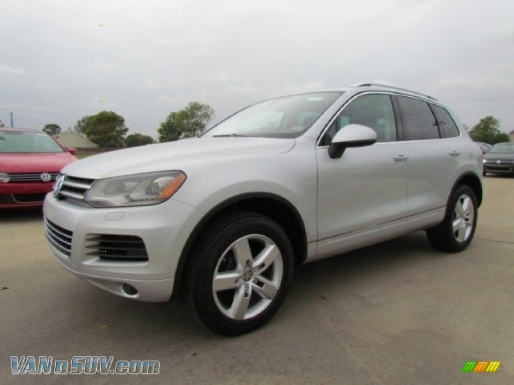 2012 Touareg VR6 FSI Lux 4XMotion - Cool Silver Metallic / Black Anthracite photo #1