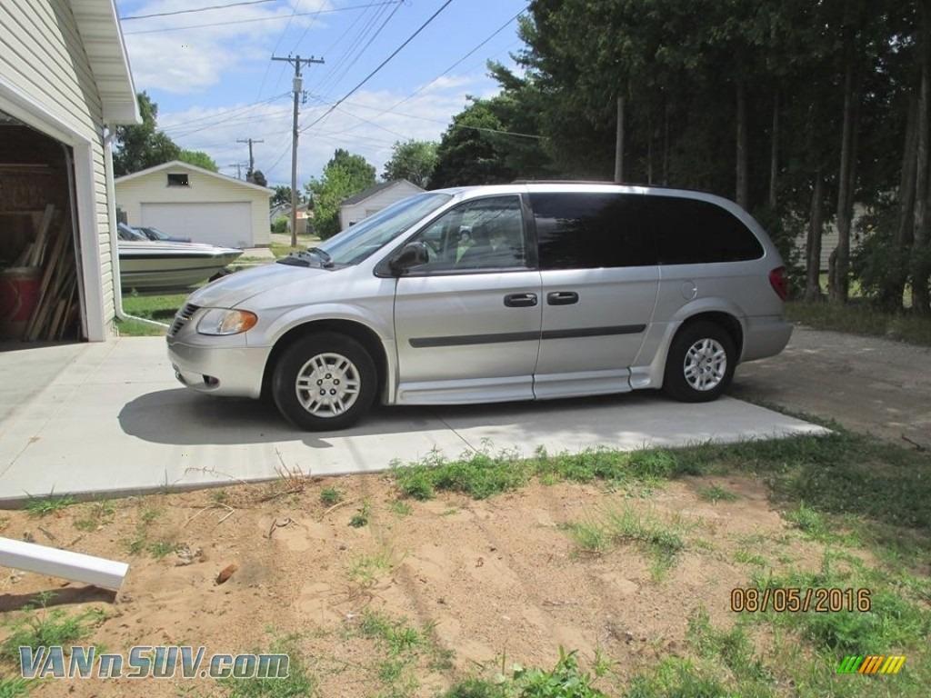 2005 Grand Caravan SE - Stone White / Medium Slate Gray photo #1