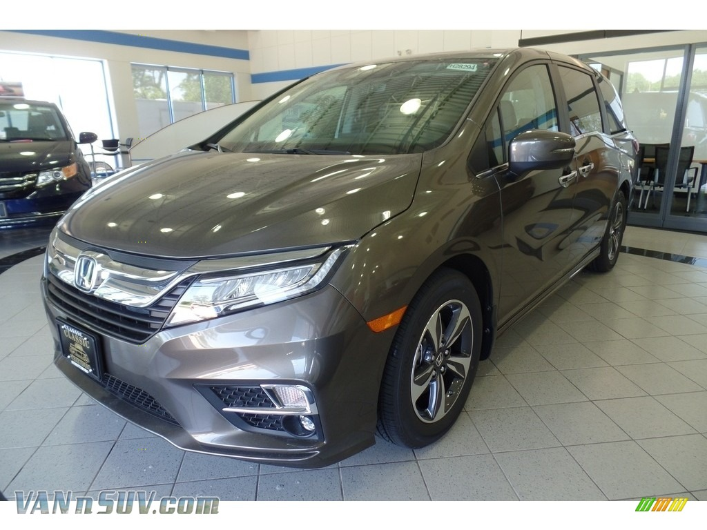 2018 honda odyssey touring in pacific pewter metallic 010626 vans and suvs for for Honda odyssey 2018 mocha interior
