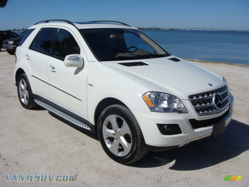 2009 ML 320 BlueTec 4Matic - Arctic White / Cashmere photo #1