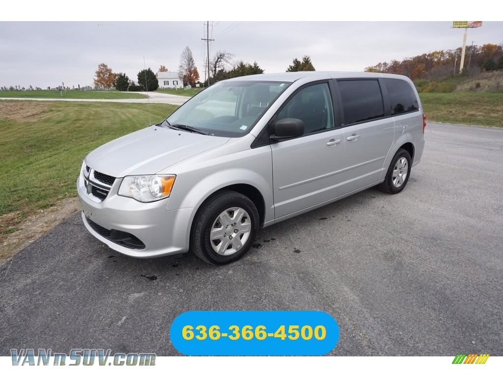 Bright Silver Metallic / Black/Light Graystone Dodge Grand Caravan SE