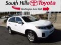 Kia Sorento LX Snow White Pearl photo #1