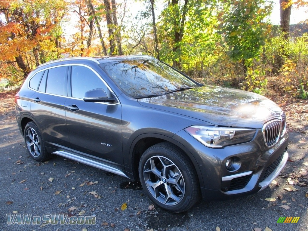 2018 X1 xDrive28i - Mineral Grey Metallic / Black photo #1