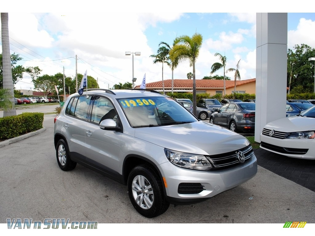 2017 Tiguan S - Reflex Silver Metallic / Charcoal photo #1