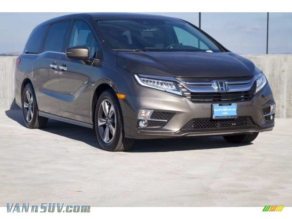 2018 Odyssey Touring - Pacific Pewter Metallic / Mocha photo #1