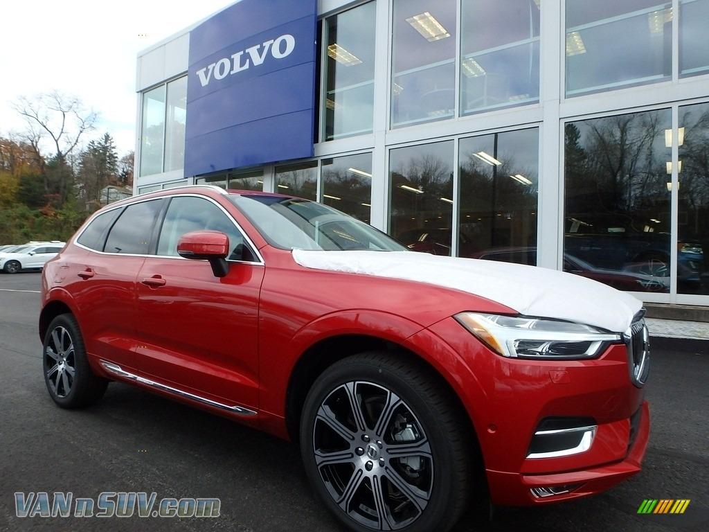 2018 XC60 T6 AWD Inscription - Fusion Red Metallic / Blonde photo #1