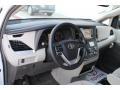 Toyota Sienna LE Super White photo #9
