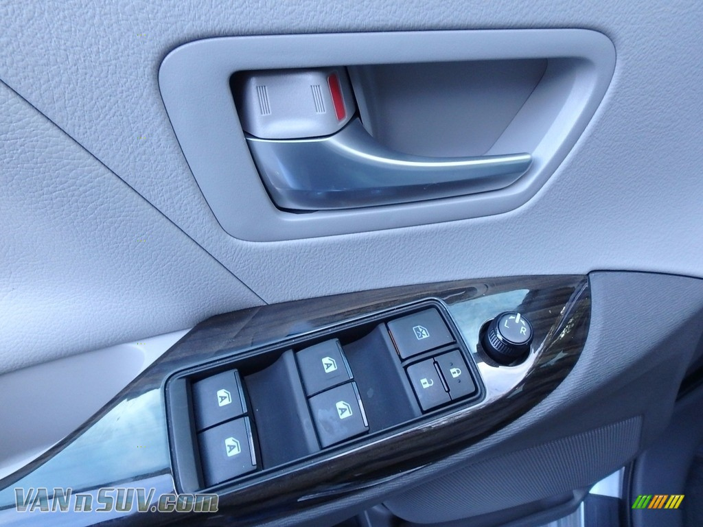 2015 Sienna XLE AWD - Silver Sky Metallic / Ash photo #20