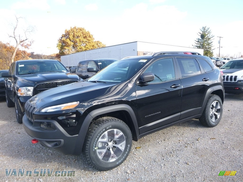 2018 Cherokee Trailhawk 4x4 - Diamond Black Crystal Pearl / Black photo #1