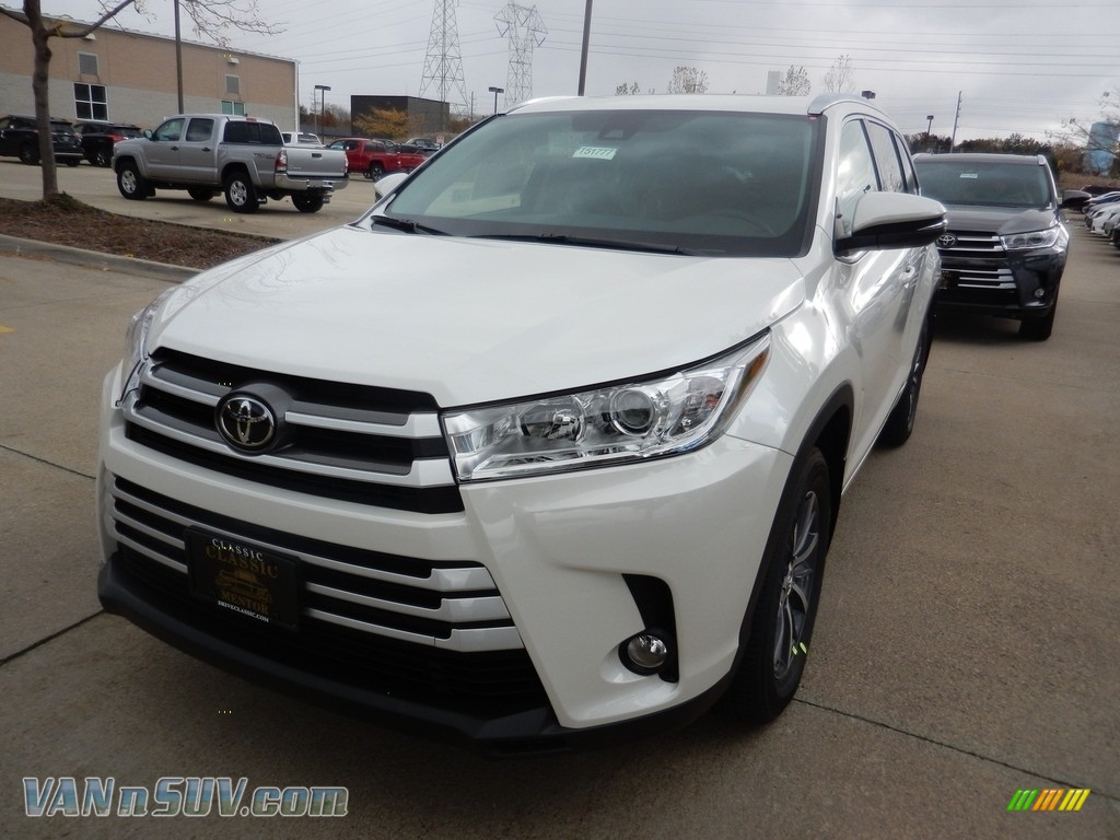 2018 Highlander XLE AWD - Blizzard White Pearl / Ash photo #1