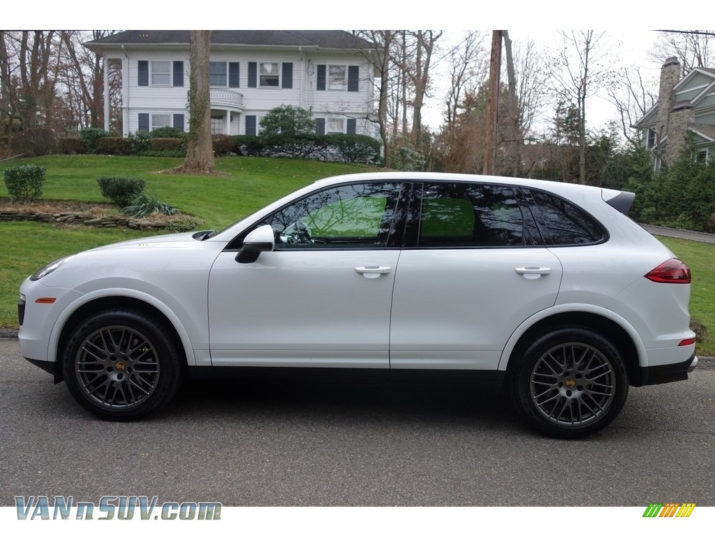 2017 Cayenne Platinum Edition - White / Black photo #3