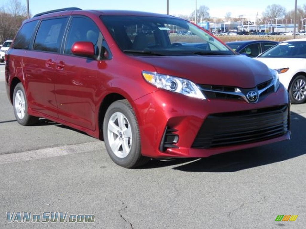 2018 Sienna LE - Salsa Red Pearl / Gray photo #1