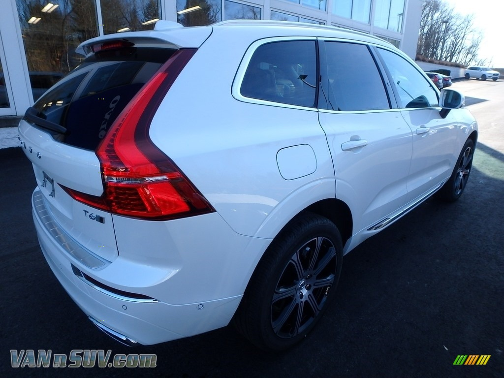 2018 XC60 T6 AWD - Crystal White Metallic / Blonde photo #2