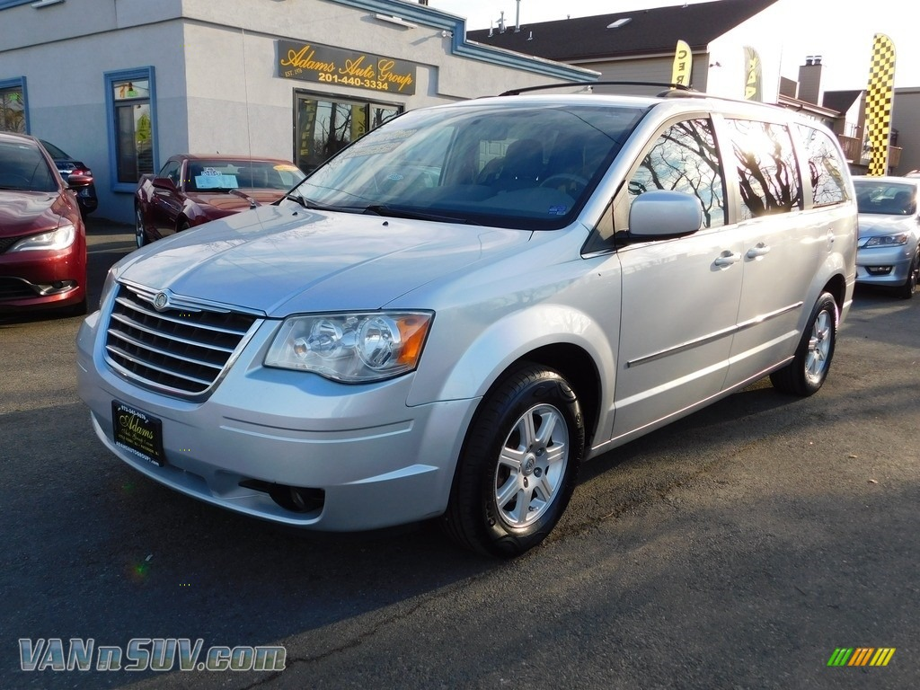 Bright Silver Metallic / Dark Slate Gray/Light Shale Chrysler Town & Country Touring