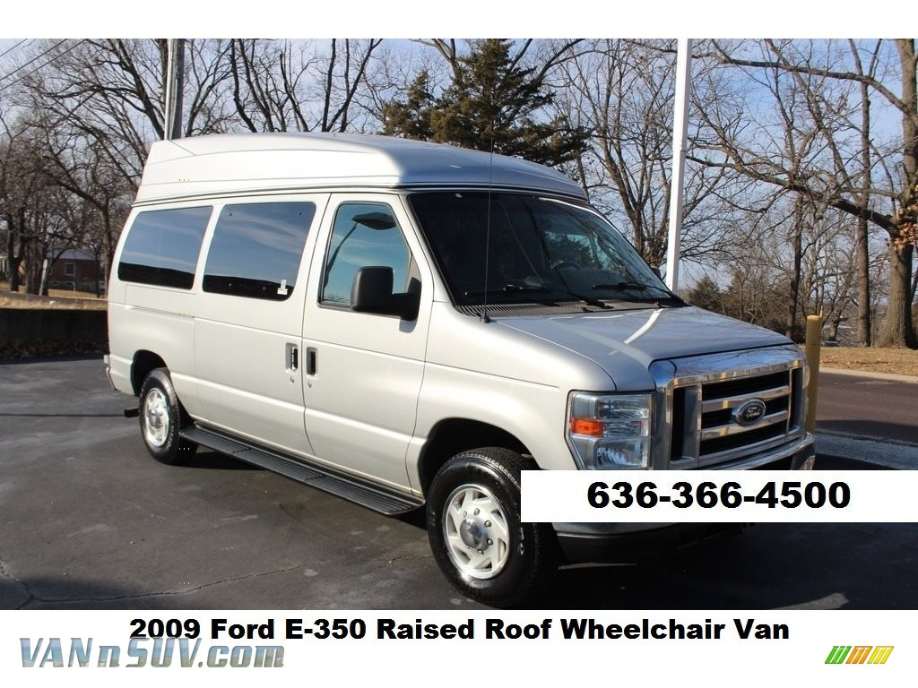 2009 E Series Van E350 Super Duty XLT Passenger - Brilliant Silver Metallic / Medium Flint photo #1