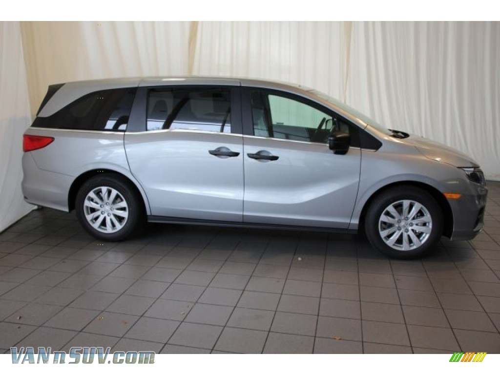 2018 Odyssey LX - Lunar Silver Metallic / Gray photo #3