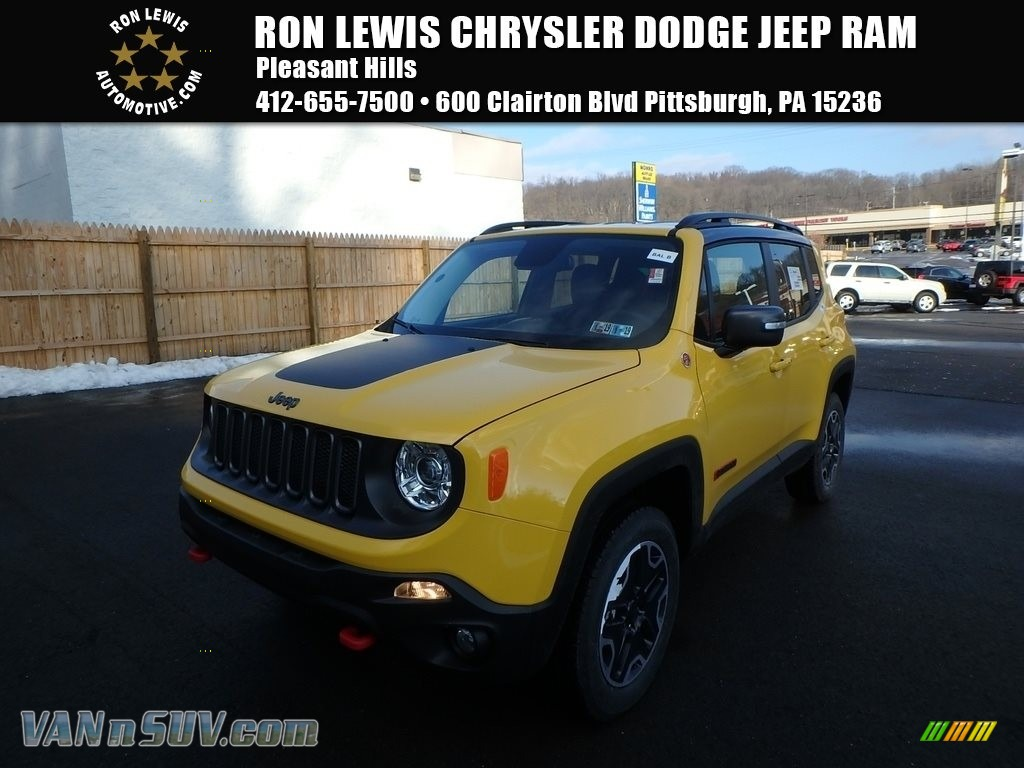Solar Yellow / Black Jeep Renegade Trailhawk 4x4