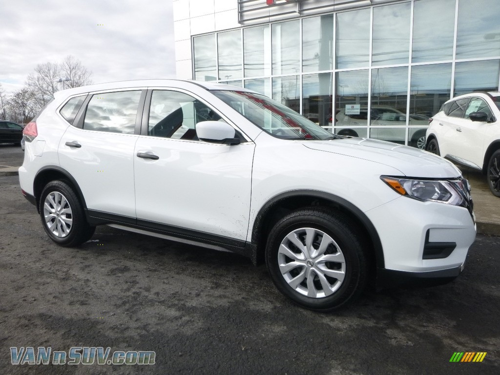 Glacier White / Charcoal Nissan Rogue S AWD