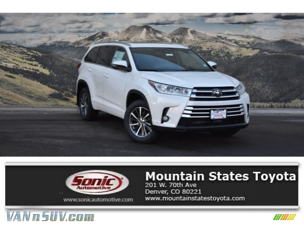 Blizzard White Pearl / Ash Toyota Highlander XLE AWD