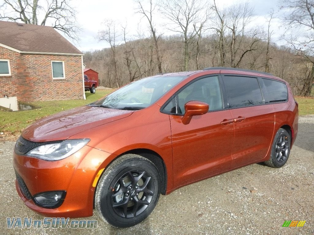 Copper Pearl / Black/Alloy Chrysler Pacifica Touring L Plus