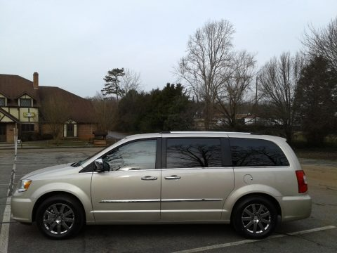 Cashmere Pearl 2013 Chrysler Town & Country Limited