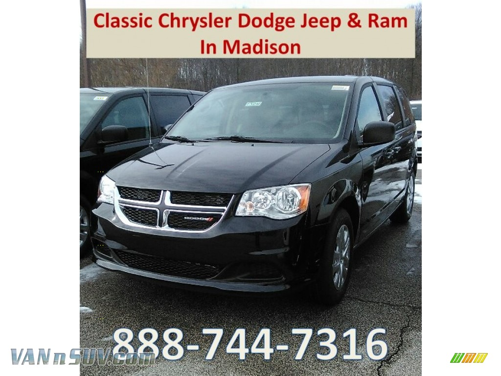 Black Onyx Crystal Pearl / Black/Light Graystone Dodge Grand Caravan SE