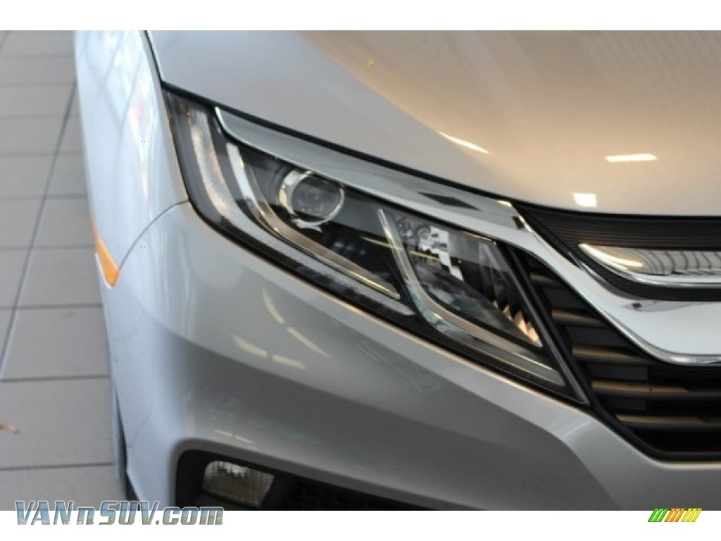 2018 Odyssey LX - Lunar Silver Metallic / Gray photo #6