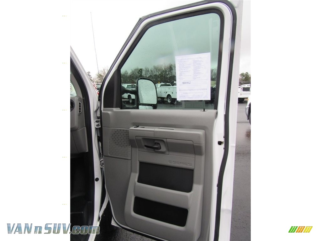 2012 E Series Van E150 Cargo - Oxford White / Medium Flint photo #17