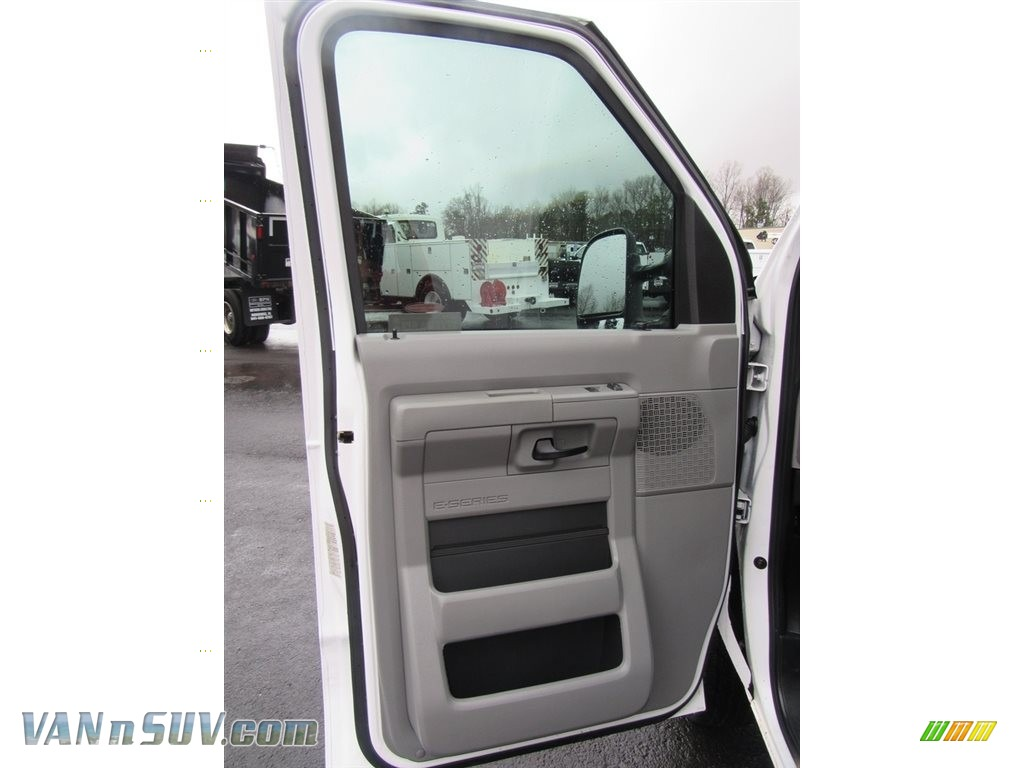 2012 E Series Van E150 Cargo - Oxford White / Medium Flint photo #30