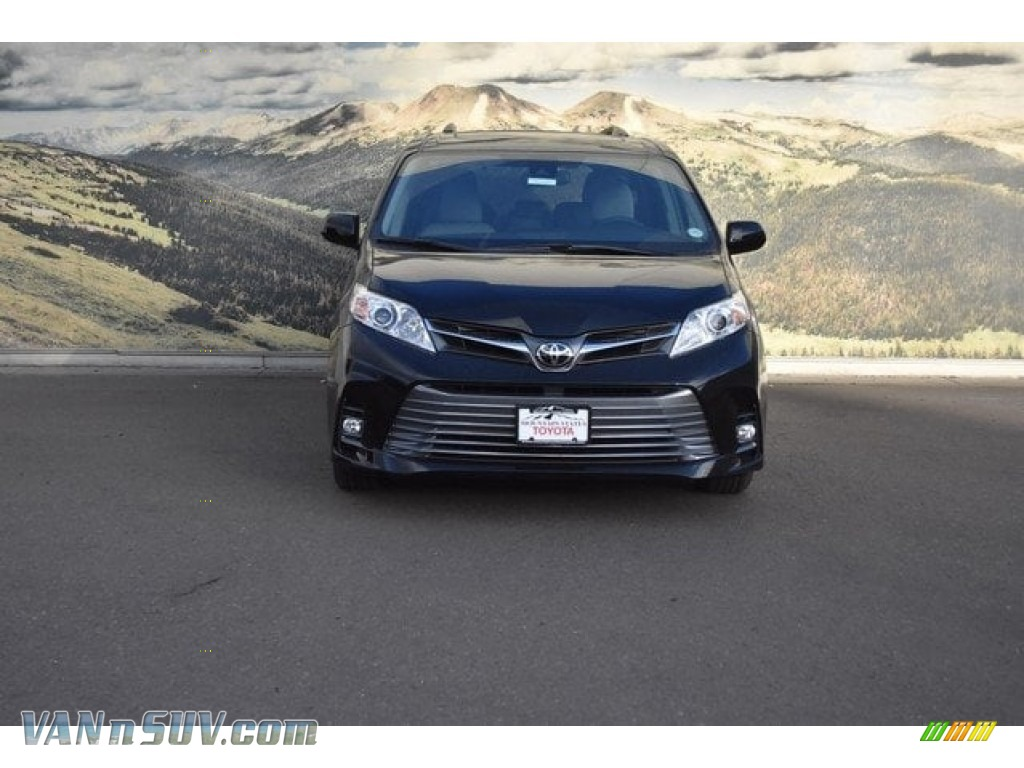 2018 Sienna XLE - Midnight Black Metallic / Gray photo #2