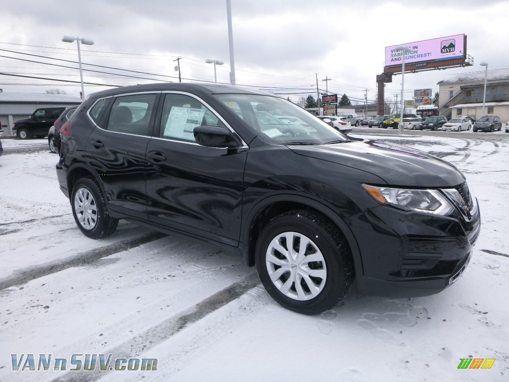 Magnetic Black / Charcoal Nissan Rogue S AWD