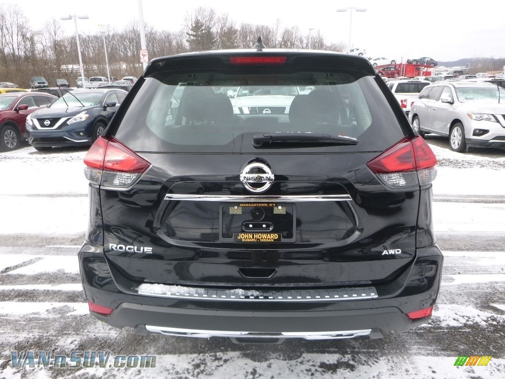 2018 Rogue S AWD - Magnetic Black / Charcoal photo #5