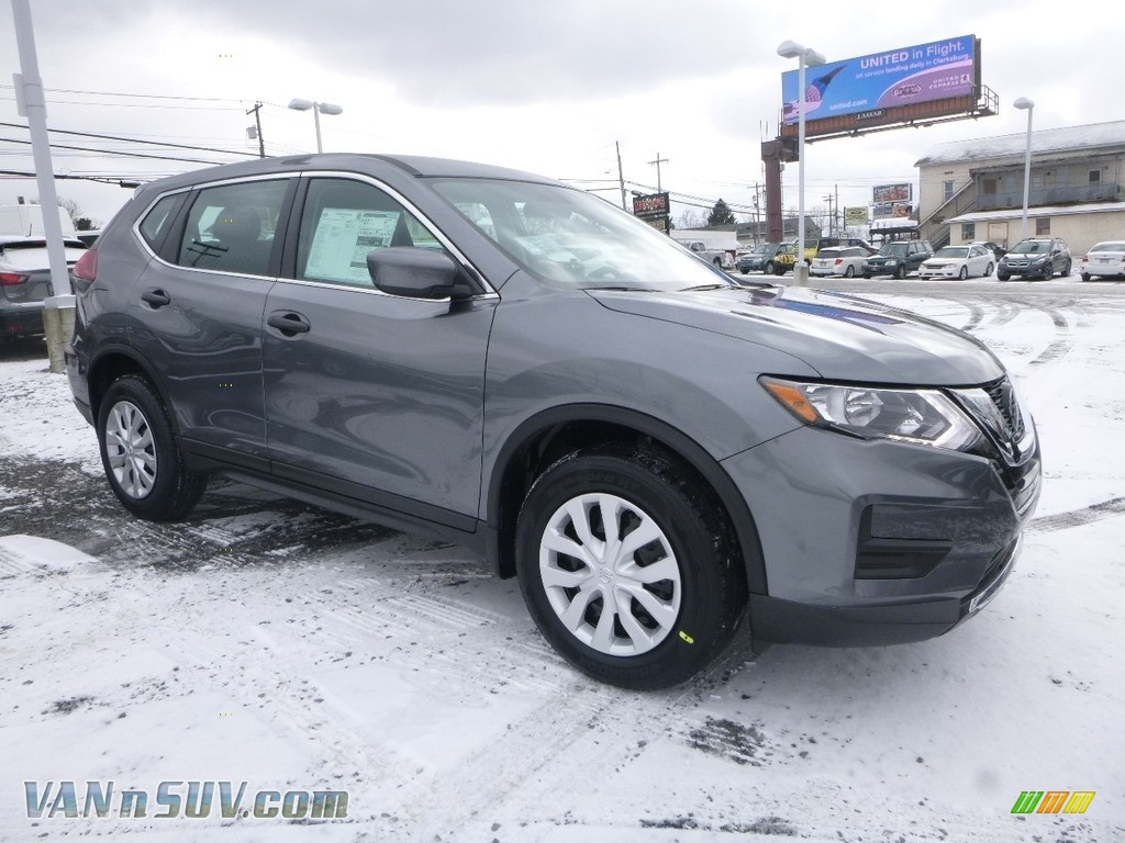 2018 Rogue S AWD - Gun Metallic / Charcoal photo #1