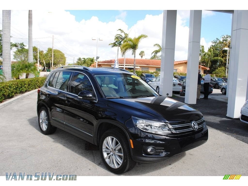 2012 Tiguan SE 4Motion - Deep Black Metallic / Beige photo #1