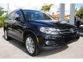 Volkswagen Tiguan SE 4Motion Deep Black Metallic photo #2