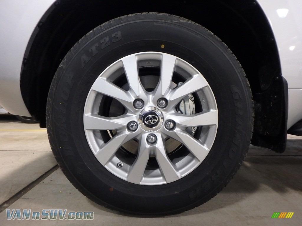 2018 Land Cruiser 4WD - Classic Silver Metallic / Black photo #5