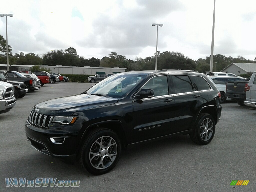 Diamond Black Crystal Pearl / Black Jeep Grand Cherokee Sterling Edition