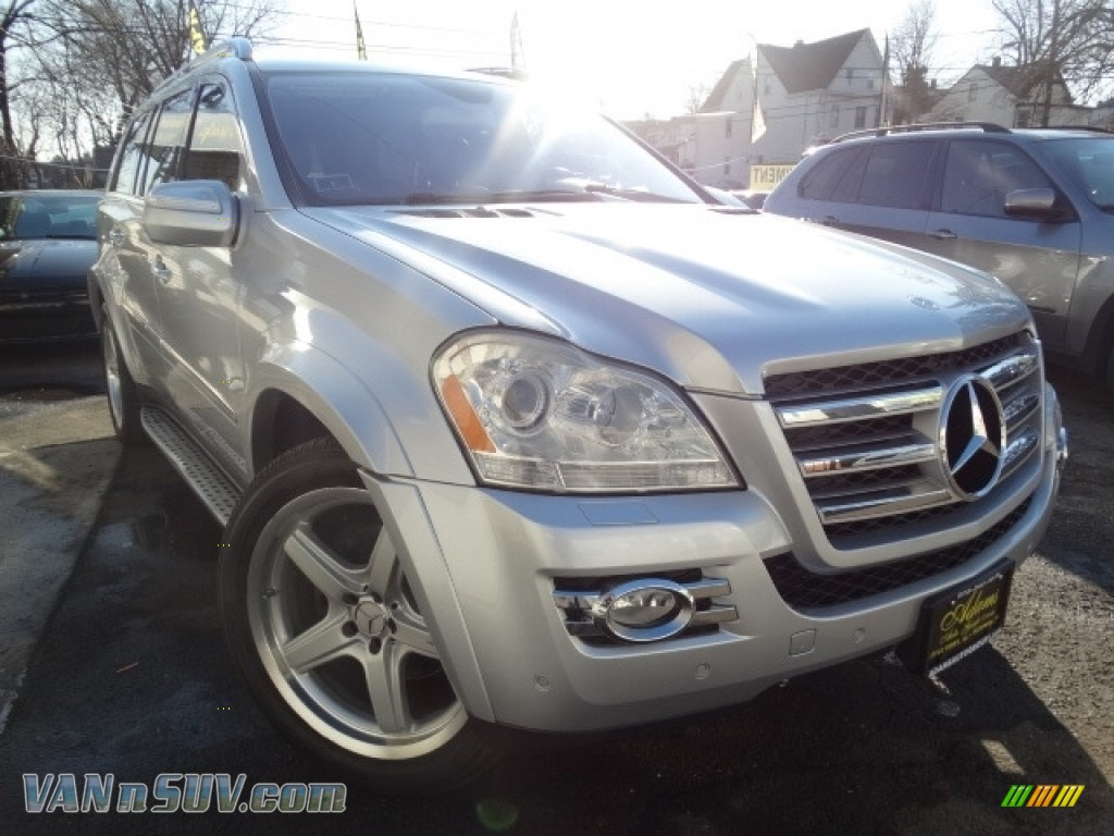 Iridium Silver Metallic / Black Mercedes-Benz GL 550 4Matic