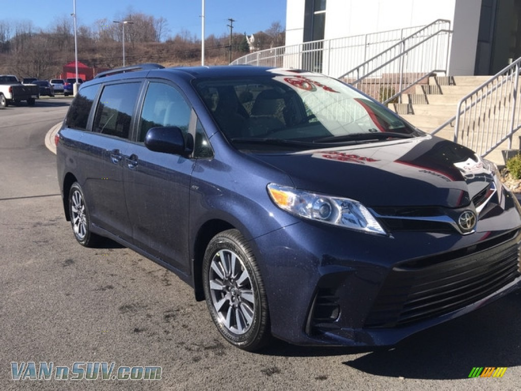 2018 Sienna LE AWD - Parisian Night Pearl / Gray photo #1
