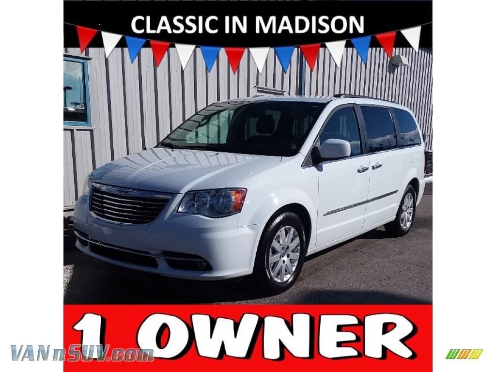 2016 Town & Country Touring - Bright White / Black/Light Graystone photo #1