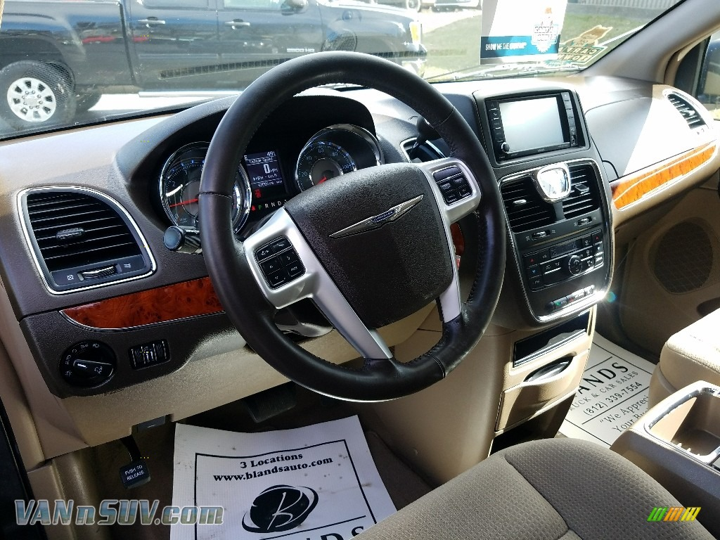 2015 Town & Country Touring - Granite Crystal Metallic / Dark Frost Beige/Medium Frost Beige photo #16