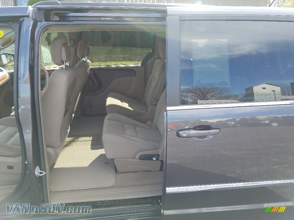 2015 Town & Country Touring - Granite Crystal Metallic / Dark Frost Beige/Medium Frost Beige photo #33