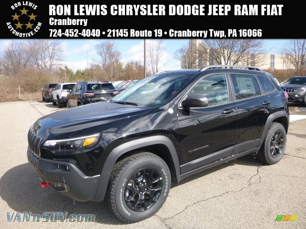 2019 Cherokee Trailhawk Elite 4x4 - Diamond Black Crystal Pearl / Black photo #1