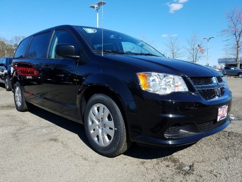 Black Onyx Crystal Pearl 2018 Dodge Grand Caravan SE