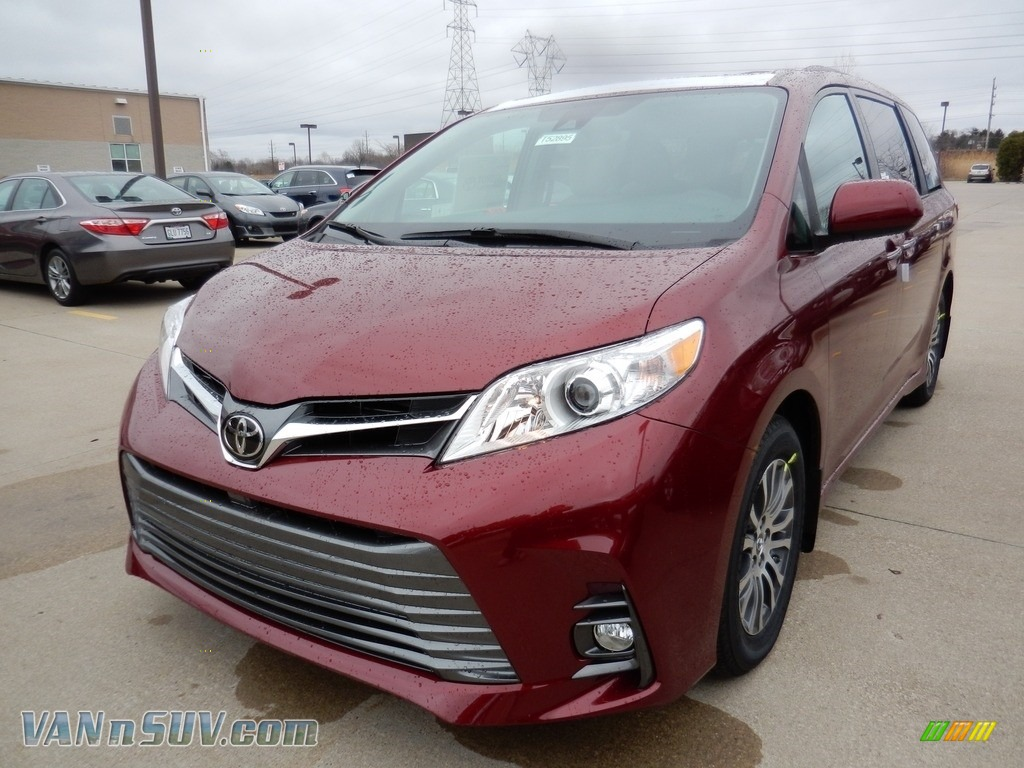 2018 Sienna XLE - Salsa Red Pearl / Gray photo #1