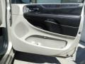 Chrysler Town & Country Touring-L Cashmere/Sandstone Pearl photo #19