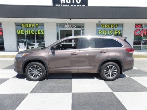 Toasted Walnut Pearl 2018 Toyota Highlander XLE AWD
