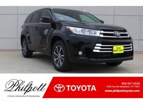 Midnight Black Metallic 2018 Toyota Highlander XLE