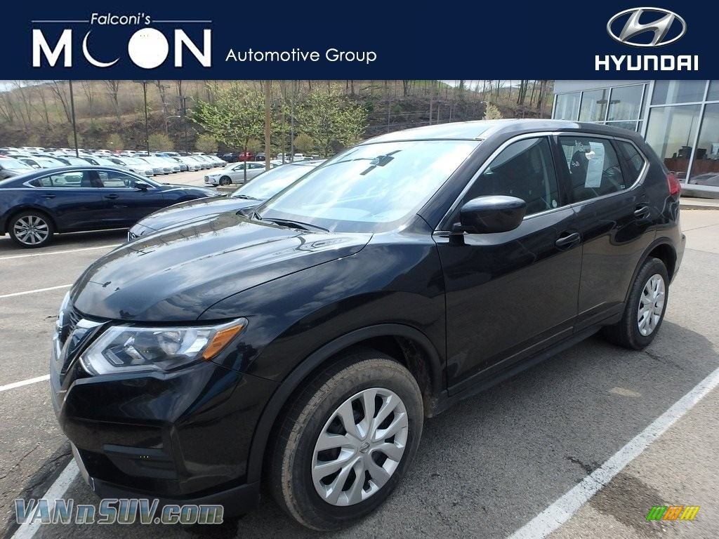 2017 Rogue S AWD - Magnetic Black / Charcoal photo #1