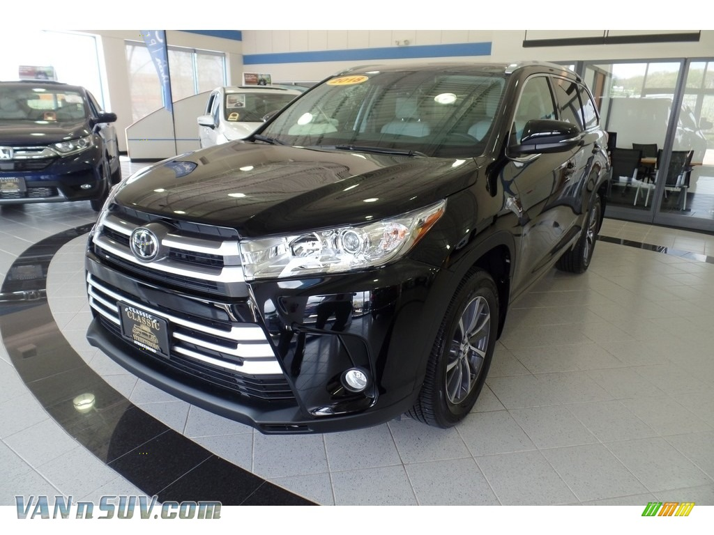 Midnight Black Metallic / Ash Toyota Highlander XLE AWD